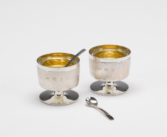 GERALD BENNEY : A pair of silver salts with spoons, London 1972,