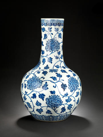 A large blue and white bottle vase, tianqiu ping Qianlong
