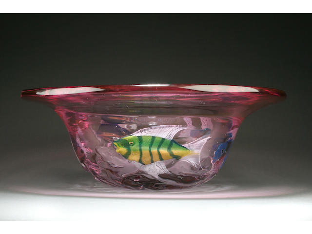 An impressive limited edition glass bowl by Pino Signoretto Late 20th Century