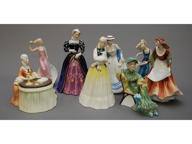 Figurines Eight Royal Doulton figures