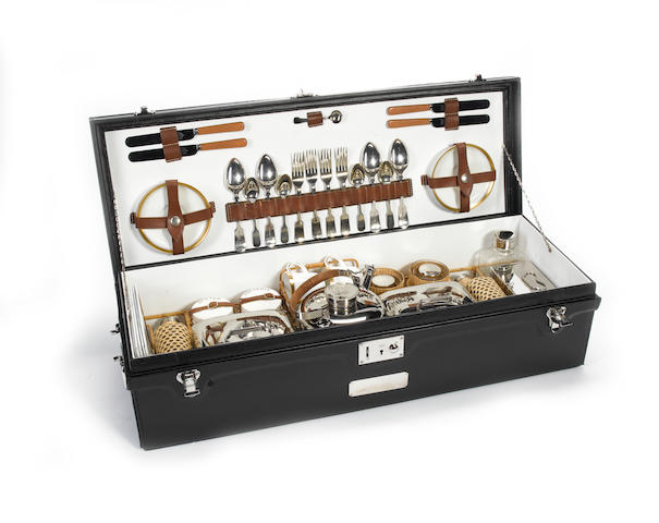 G.Scott and Sons, Wooden and nickel brass edged very early c.1909 four person picnic set,