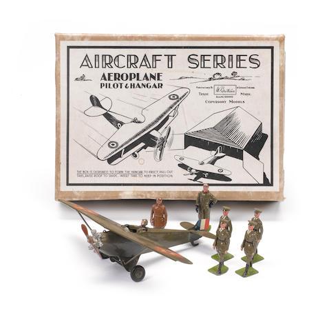 Britains set 436, U.S.A.Monoplane with Pilot and Aircraftsmen 8