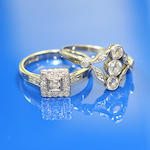 A three stone diamond ring (2)