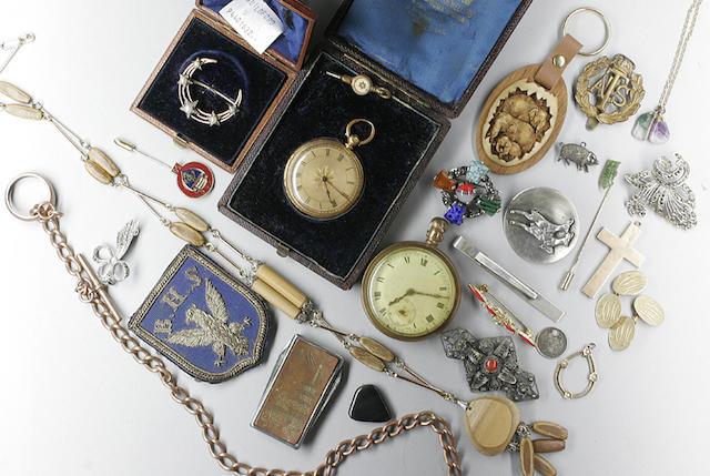 Assorted jewellery items,