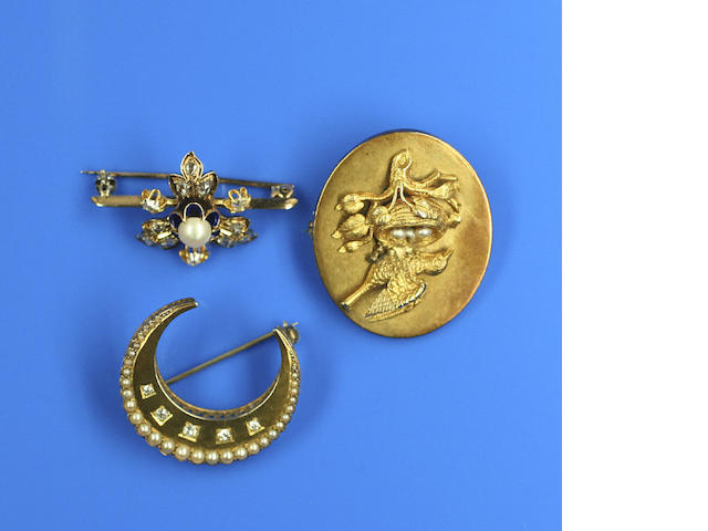 Three 19th century brooches (3)