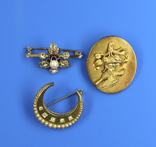 Three 19th century brooches (3)