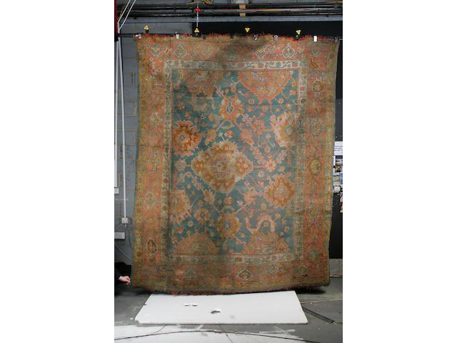An Ushak carpet 320cm x 215cm