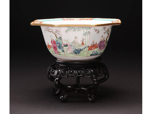 A famille rose octagonal bowl with stand 18th century ?