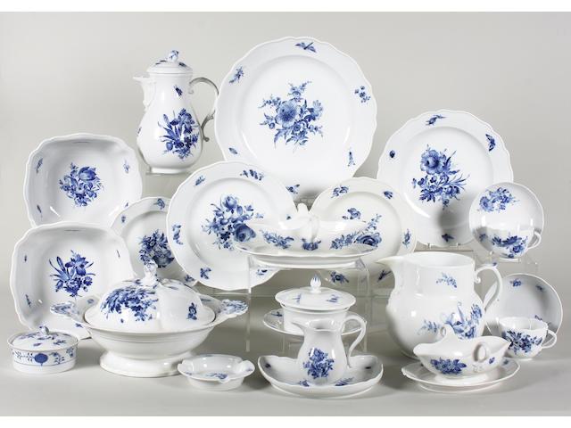 A Meissen 'Blaue Blume' pattern matched dinner service 20th Century.