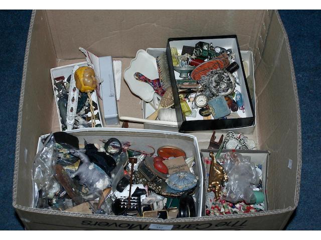 Dolls house miniatures alot