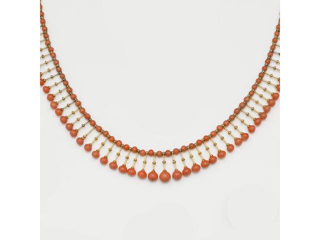 A coral fringe necklace (3)