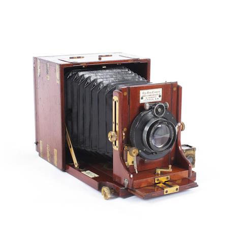 Tropical Una hand camera 2