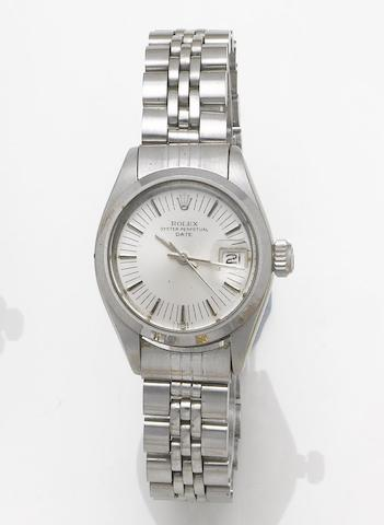 Rolex. A lady's stainless steel automatic centre seconds calendar bracelet watchOyster Date, 1975