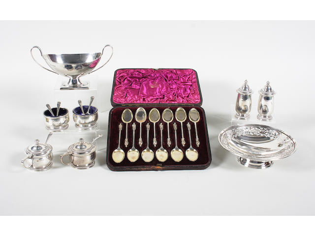 A set of twelve silver Apostle top ice cream spoons by Aldwinckle and Slater, London, 1886,  (9)