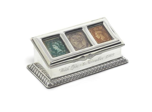 An Edwardian silver stamp box, by Grey & Co, London 1901,