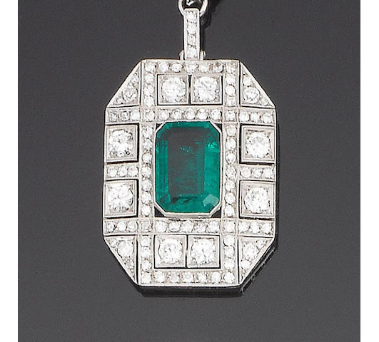 A diamond and emerald doublet pendant necklace