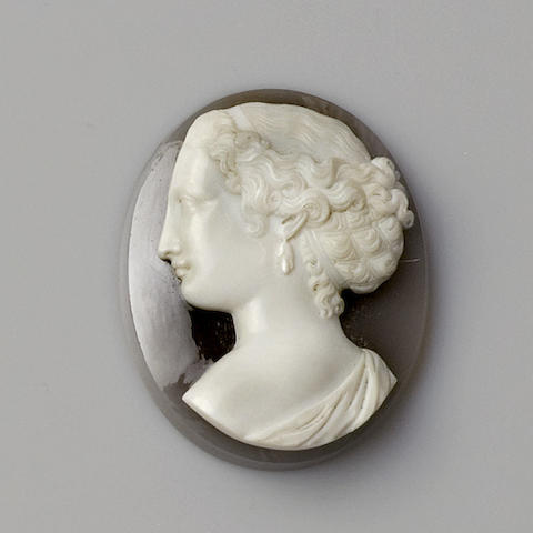 An oval unmounted hardstone cameo