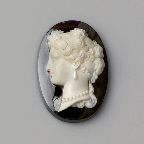 An unmounted oval hardstone cameo