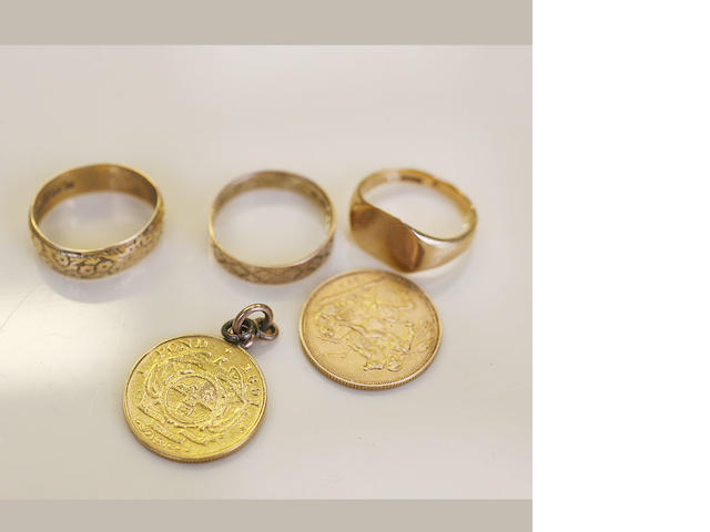 A Queen Victoria Sovereign, 1887,a South African 1 Pond 1897 mounted as a pendant, two 18ct gold wedding rings and a gold signet ring. (5)
