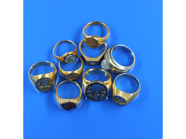 A collection of seven gentlemen's signet rings (9)