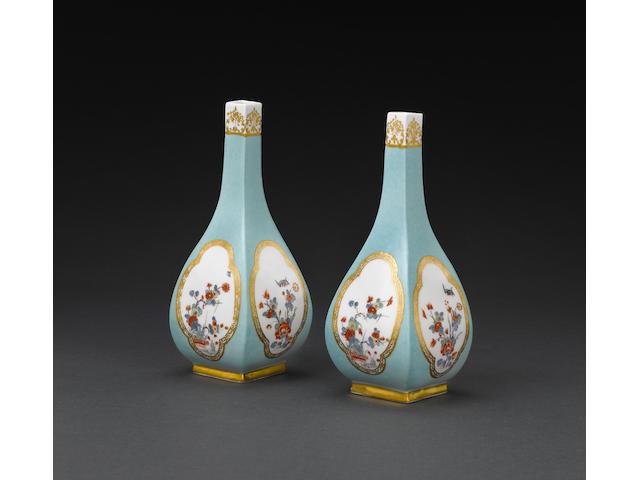 Paar Sakeflaschen