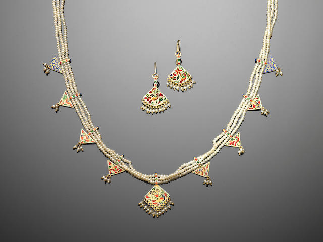An Indian pearl and enamelled gold Suite of Jewellery 19th Century(3)