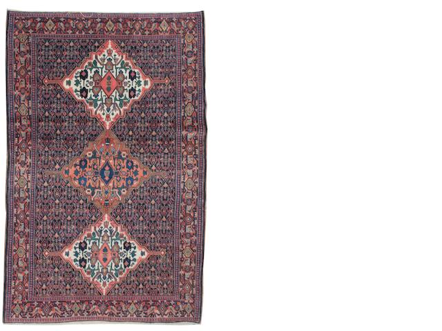 A Senneh rug West Persia, 6 ft 11 in x 4 ft 7 in (210 x 138 cm) good condition