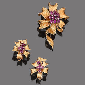 A ruby brooch and earclip suite, by Kutchinsky, (2)