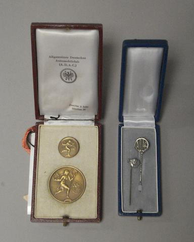 An ADAC presentation bronze medal and pin badge set, 1930s,