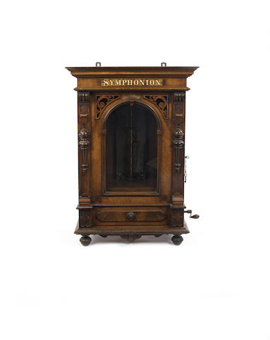 An upright Symphonion 19.1/4-inch disc musical box,