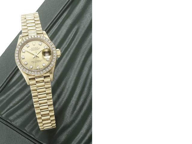 Rolex. A lady's 18ct gold diamond set automatic centre seconds calendar bracelet watch with fitted jewellery box and papers Datejust, Ref:69138, Made in 1989
