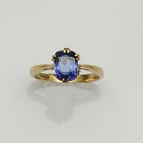 A single stone sapphire ring