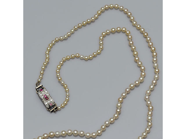 An early/mid 20th century graduated natural pearl necklace