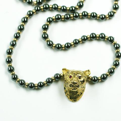 A leopard head pendant necklace,