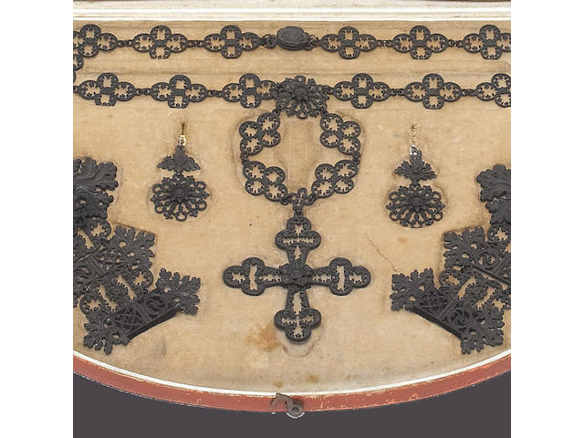 An early 19th century Berlin ironwork garniture (17)