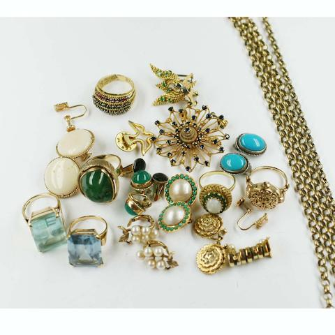A collection of jewellery and costume jewellery items,