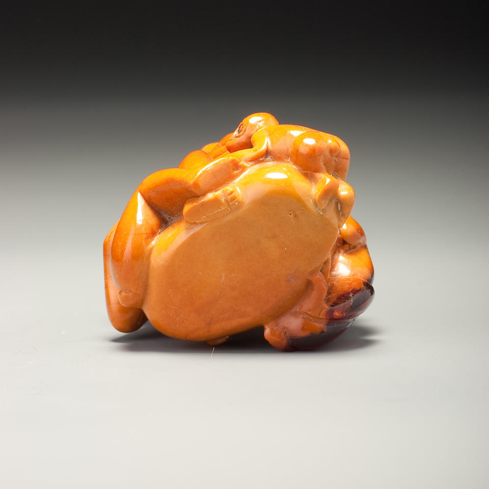 A carved root amber 'monkey and peach' snuff bottle 1780-1880