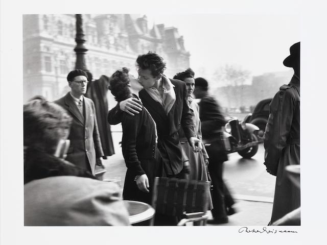 Robert Doisneau, Le baiser de l'hotel de ville, 1950, printed 1980s