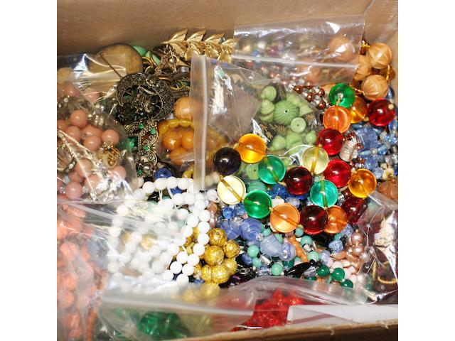 A mixed lot of old costume jewellery, etc.