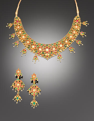 A Indian diamond-set gold Necklace and Earrings (3)