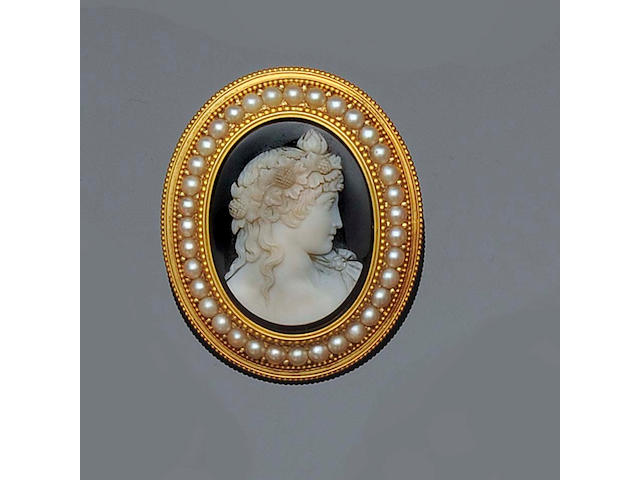 A 19th century oval hardstone cameo brooch