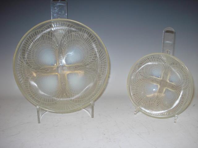 René Lalique Two opalescent bowls, Coquilles pattern