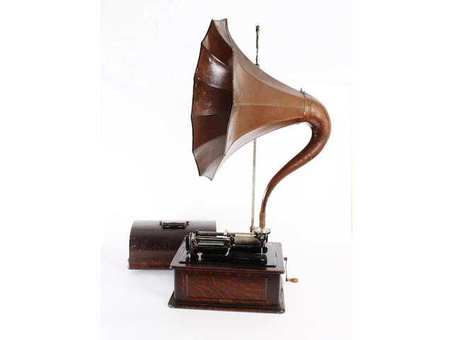 An Edison Triumph combination phonograph 2-4 minute
