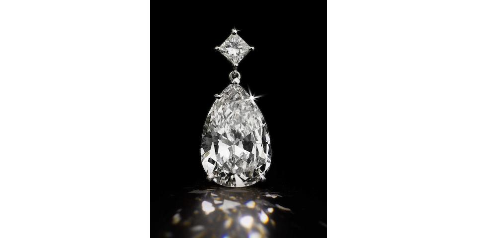 A magnificent diamond pendant