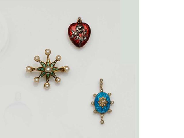 Three antique brooches/pendants (3)