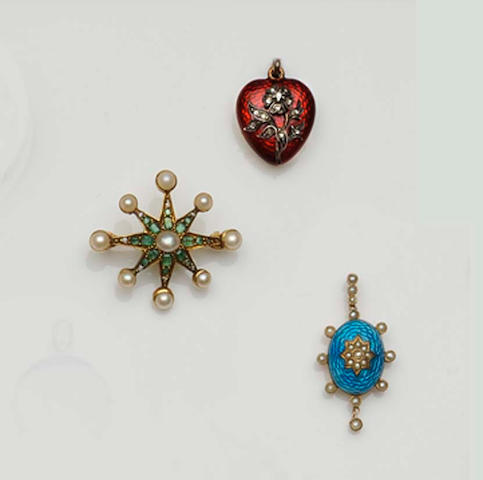 Three antique brooches/pendants (3)