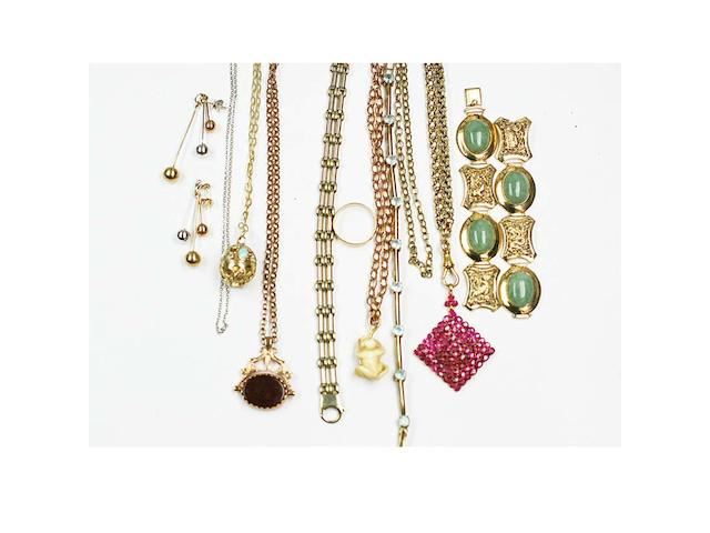 A mixed lot of assorted jewellery,