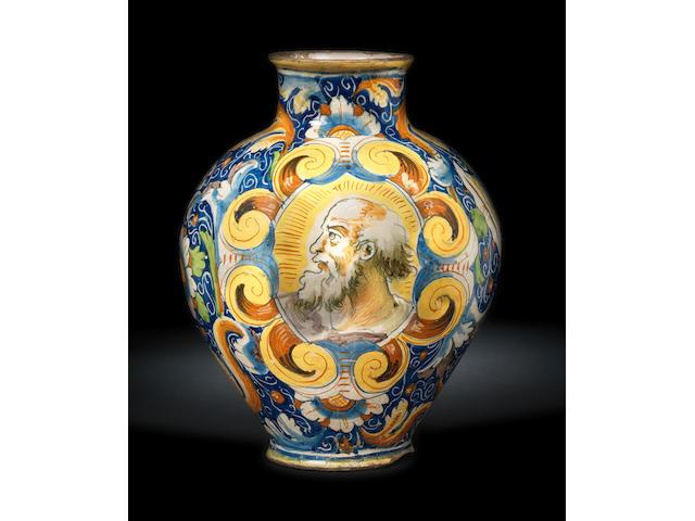 Grande vaso a boccia in maiolica di Venezia con un doppio ritratto di un anziano e un santo