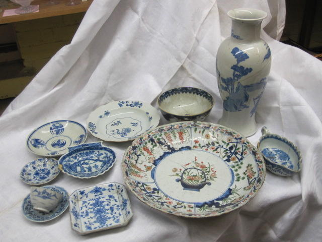 A collection of Chinese blue and white, mostly Qianlong, including plates, bowls, dishes, etc., three Chinese tankards, Qianlong, Chinese 'famille verte' saucer dish, with a central basket of flowers, other 'famille verte' and 'famille rose'.