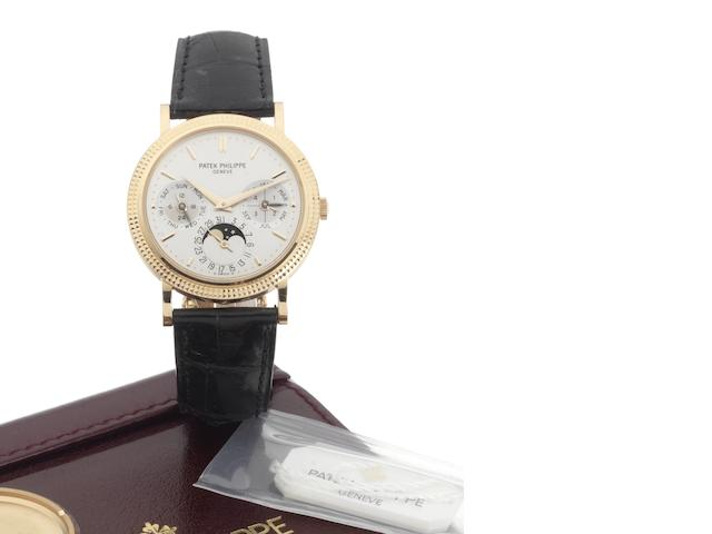 Patek Philippe. A fine 18ct rose gold automatic perpetual calendar wristwatch with moonphases, deployant clasp, Patek Philippe automatic winding box and Certificate of Origin Ref:5039, Case No.4297097, Movement No.3128434, Sold 29th October 2005